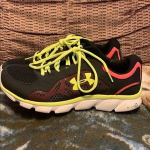 Size 10 under armour women's shoes, worn one time